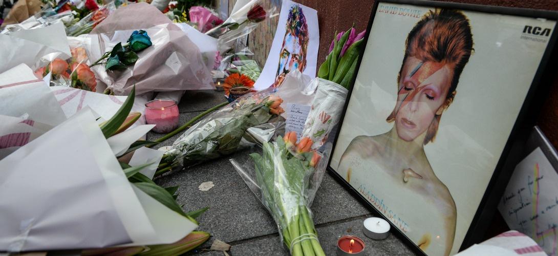 Hommage rendu à David Bowie à Londres le 11 janvier 2016. CHRIS RATCLIFFE / AFP
